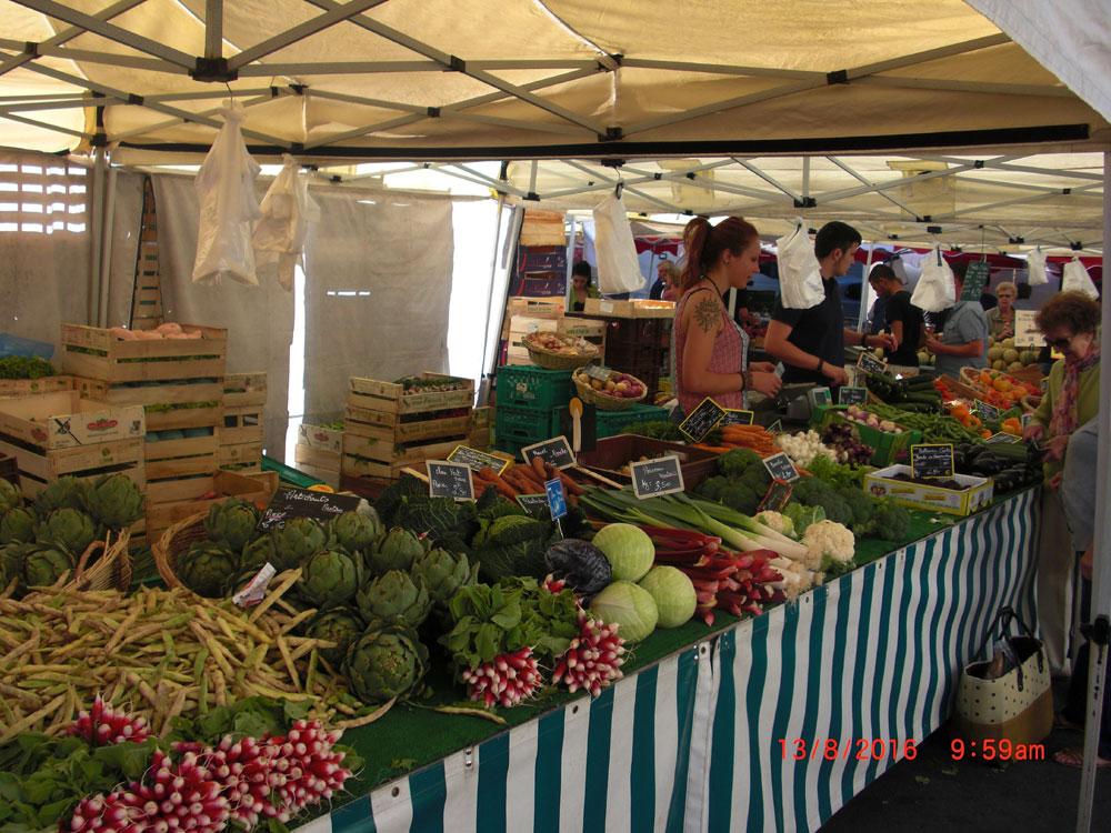 Samstag - Markt in Avallon