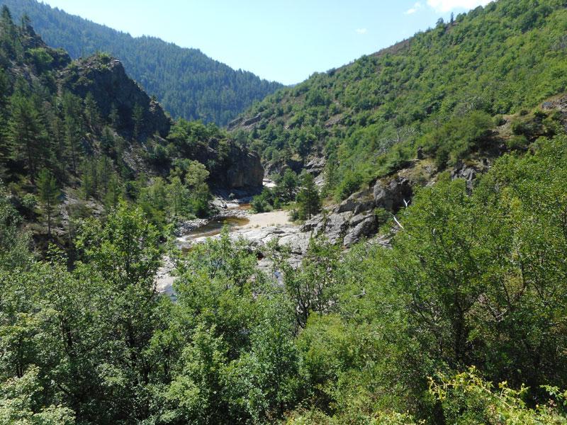 Badebecken in der Tarn an der D998, an der Strasse nach Florac